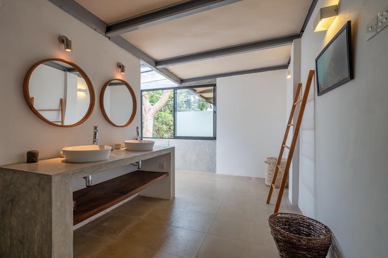 Geoffery Bawa Designed Luxury Villa Red Cliffs